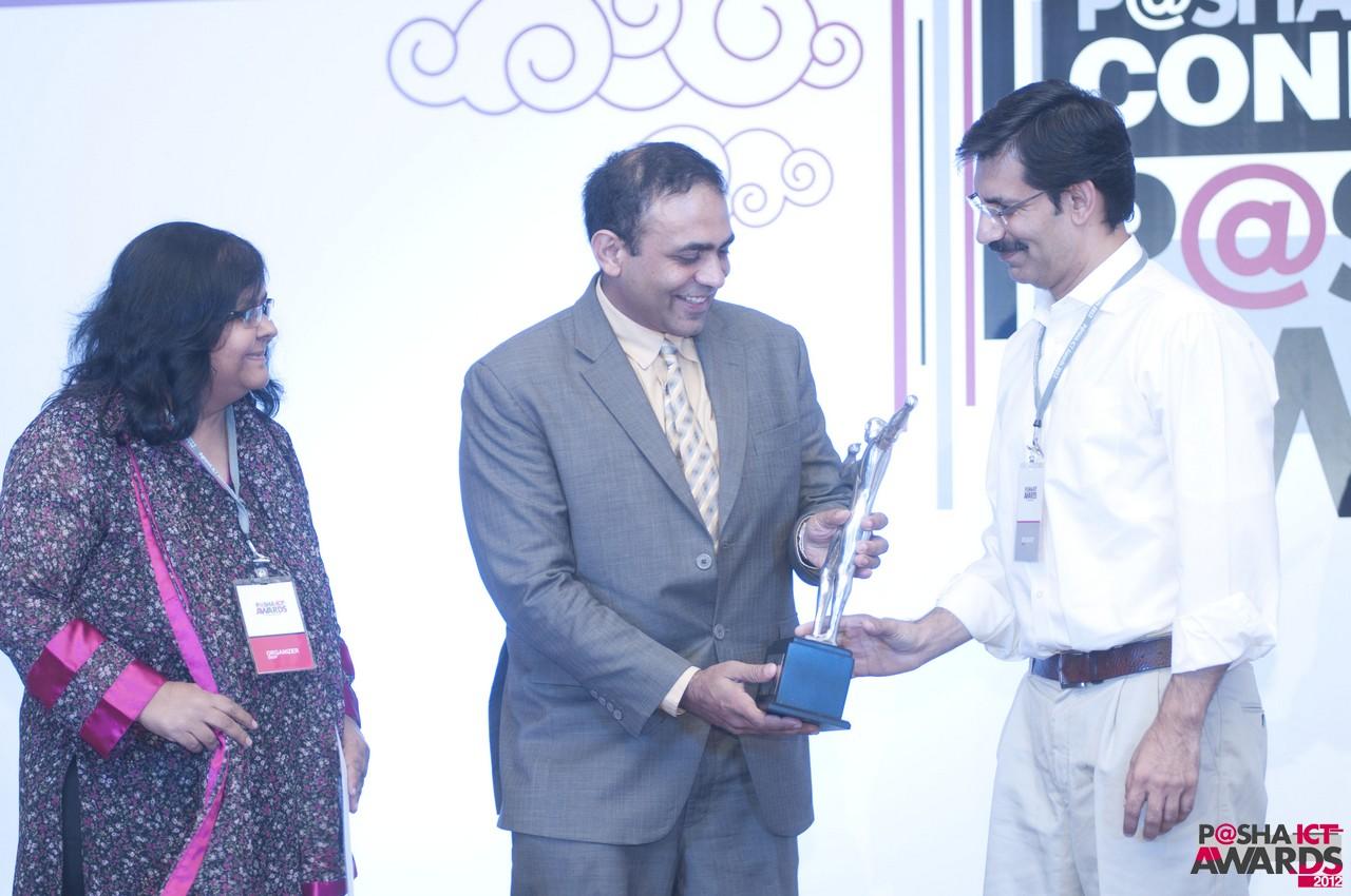 faisal-khan-gets-gender-diversity-award